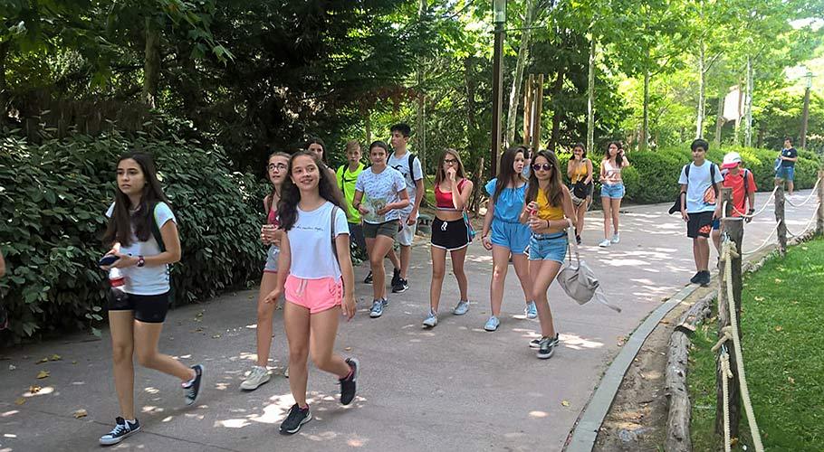 Estudiantes en Faunia