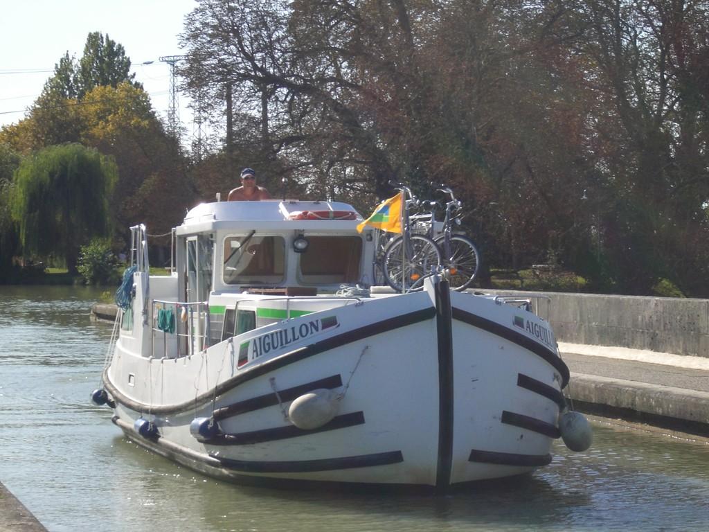 Fahrt über das Aquädukt über die Garonne bei Agen