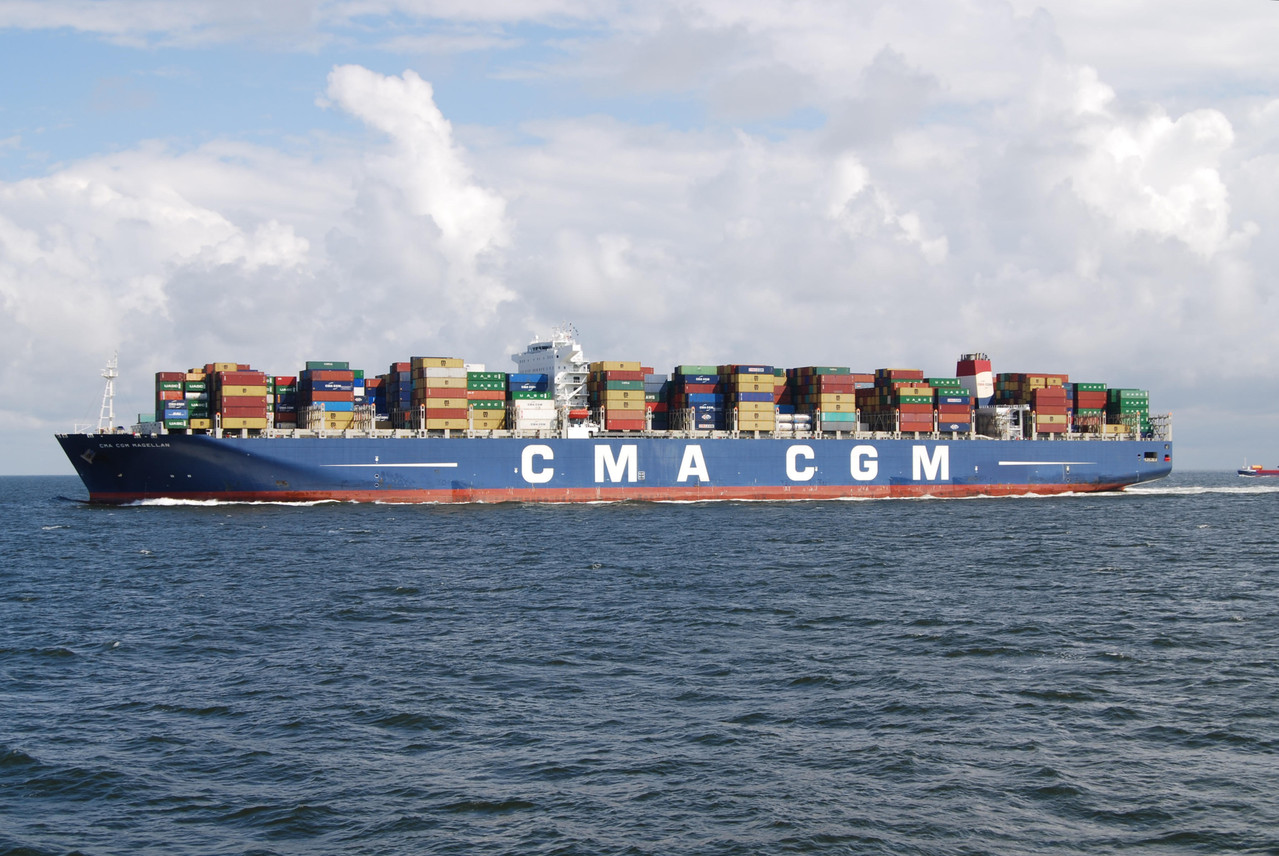 Schiffsbegegnung auf der Elbe