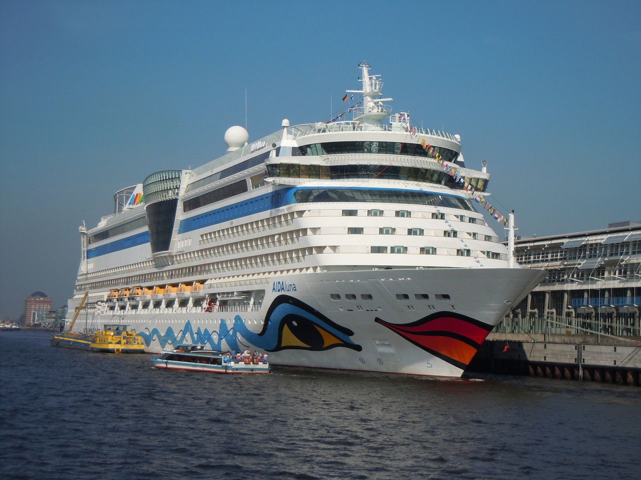 Die AidaLuna in Hamburg