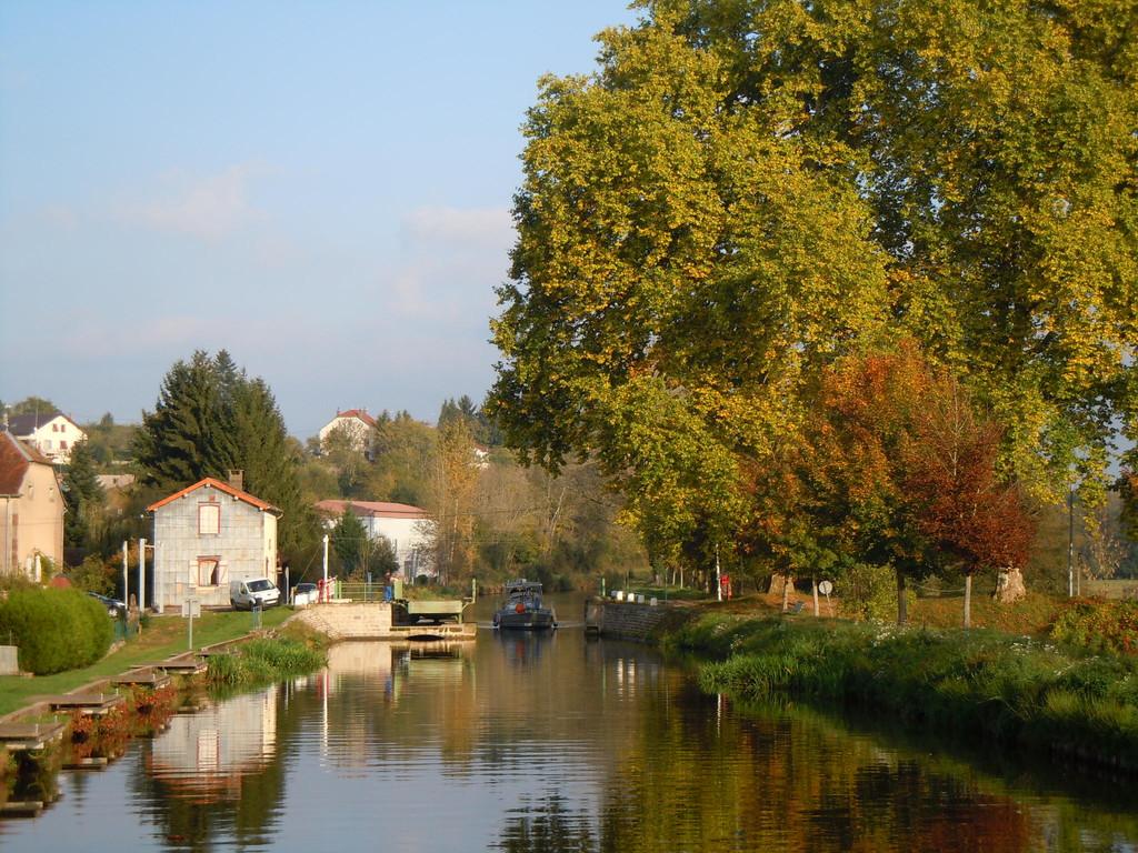 Canal des Vosges mit Drehbrücke bei Selles