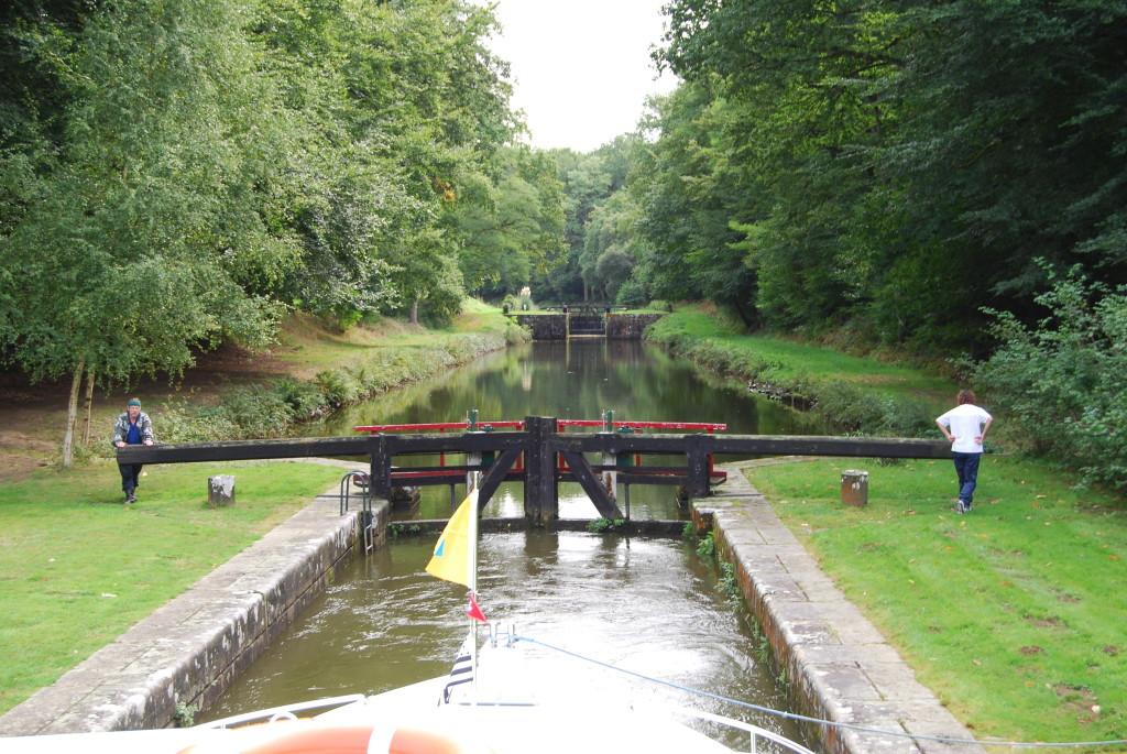 Auf dem Canal d'Ille-et-Rance in der Schleusentreppe von Hédé