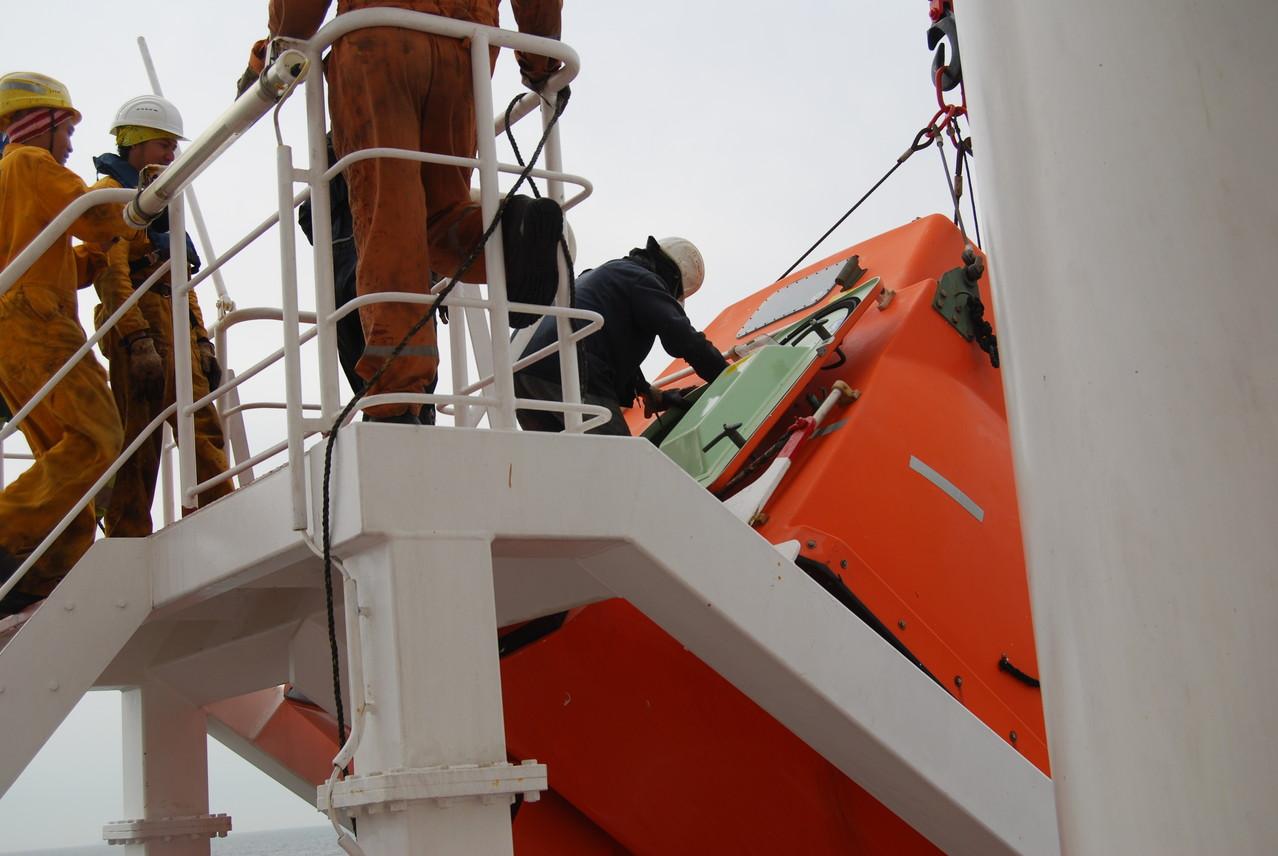 Rettungsübung mit dem Freifallboot