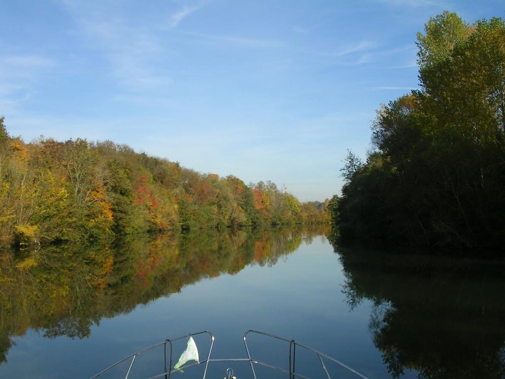 Idyllischer Flusslauf der Yonne