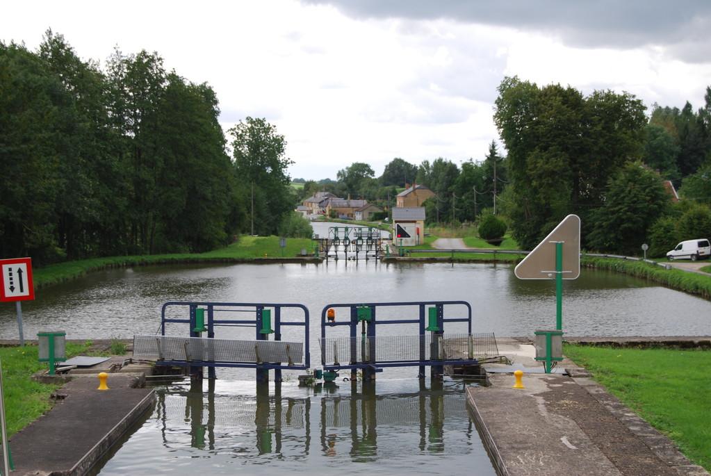 Automatische Schleusen am Canal des Ardennes