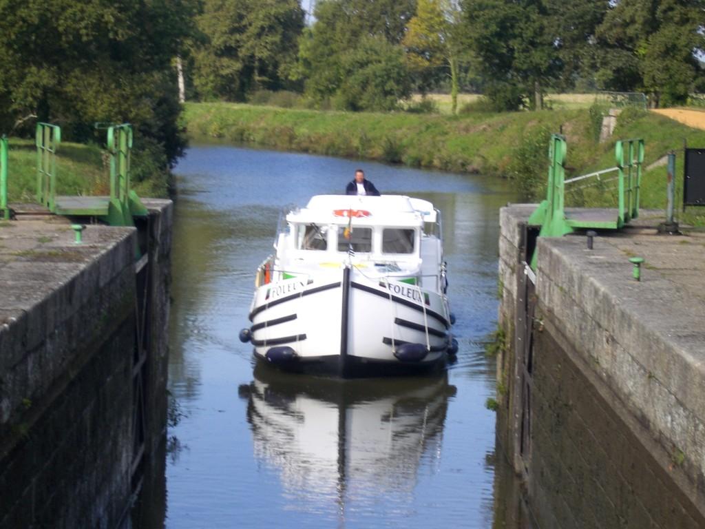 Schleuseneinfahrt Canal-de-Nantes-à-Brest