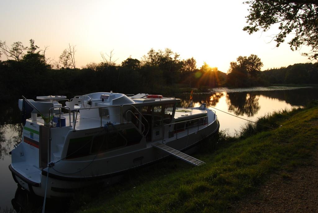 Sonnenuntergang am Canal-de-Nantes-à-Brest