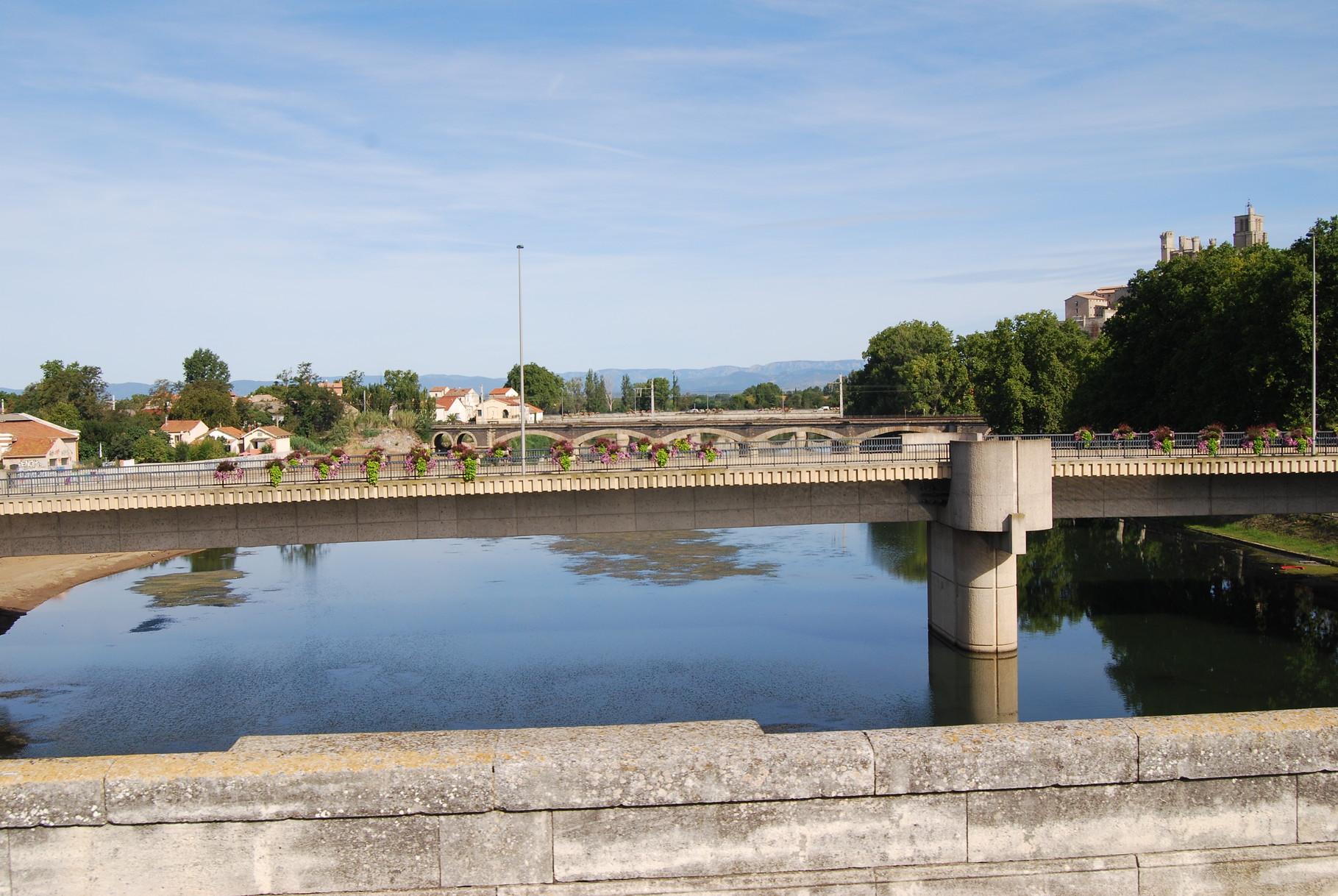 Über der Hérault bei Béziers