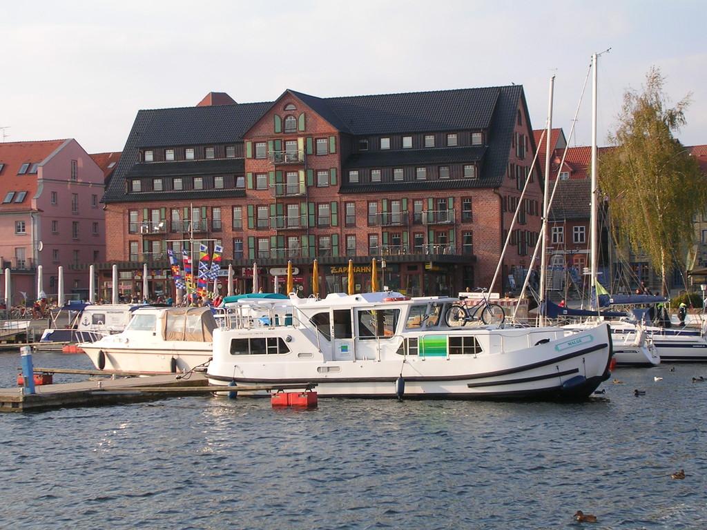 Im Hafen von Waren