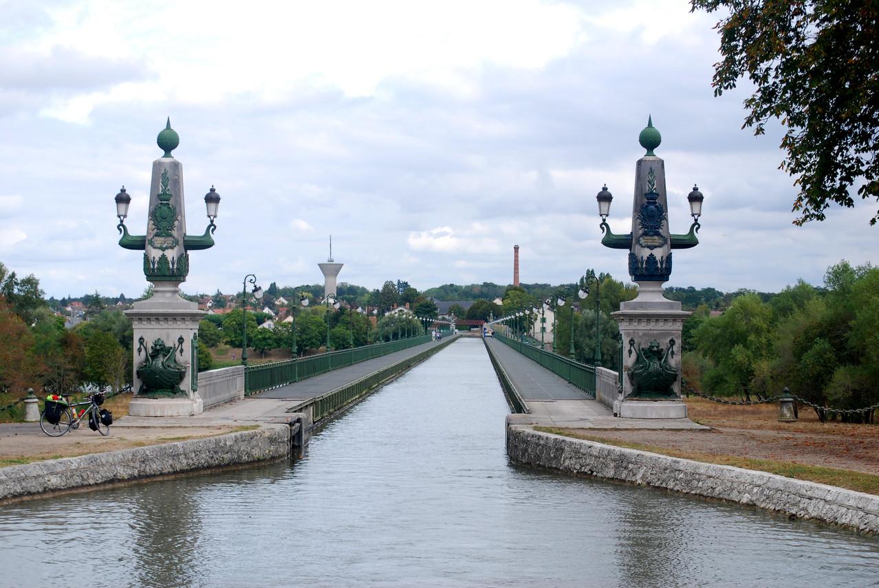 Das Aquädukt über die Loire bei Briare, Länge 662 Meter