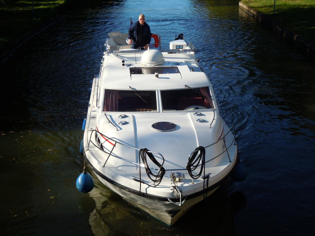 Einfahrt in Schleuse 9 Canal Marne au Rhin