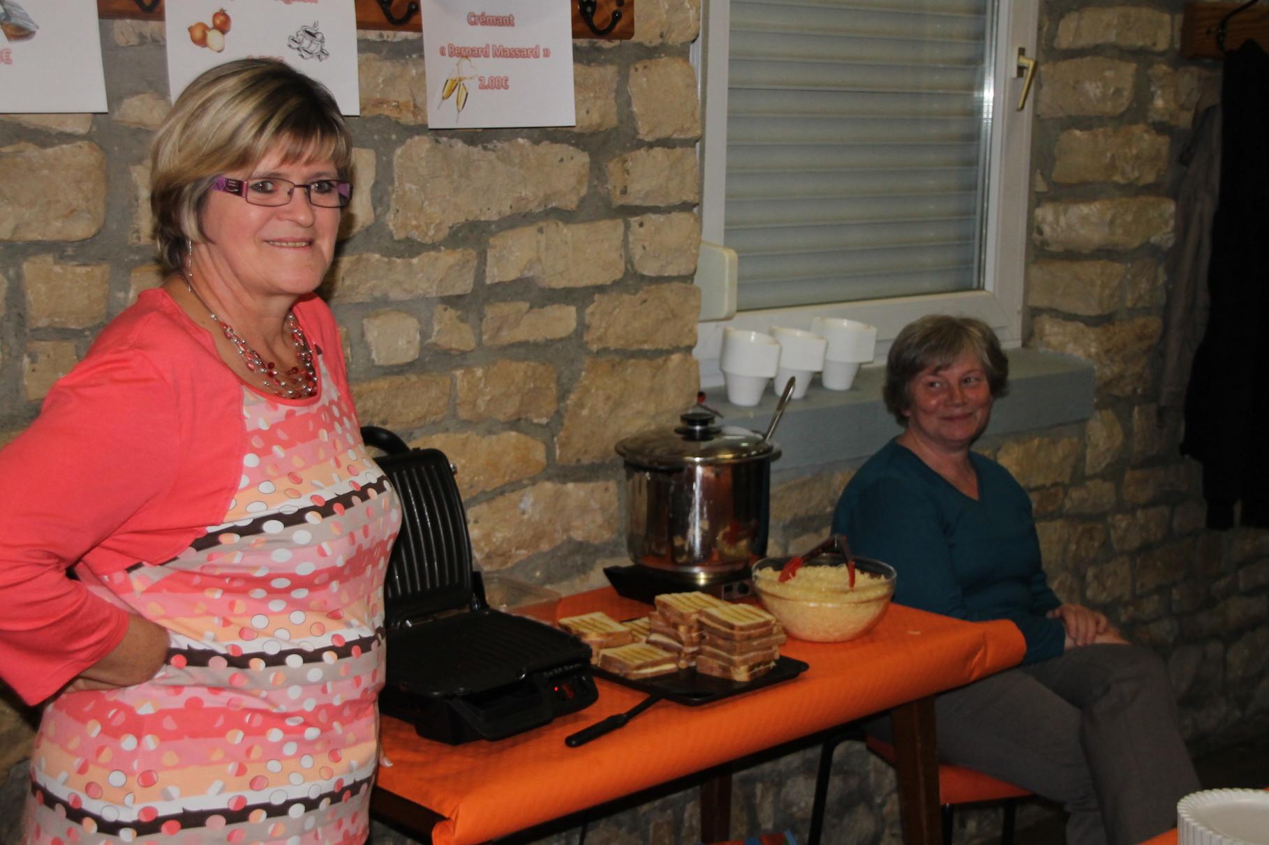Ginette et Marleen au stand Croque-Monsieur et Soupe à l'Oignon