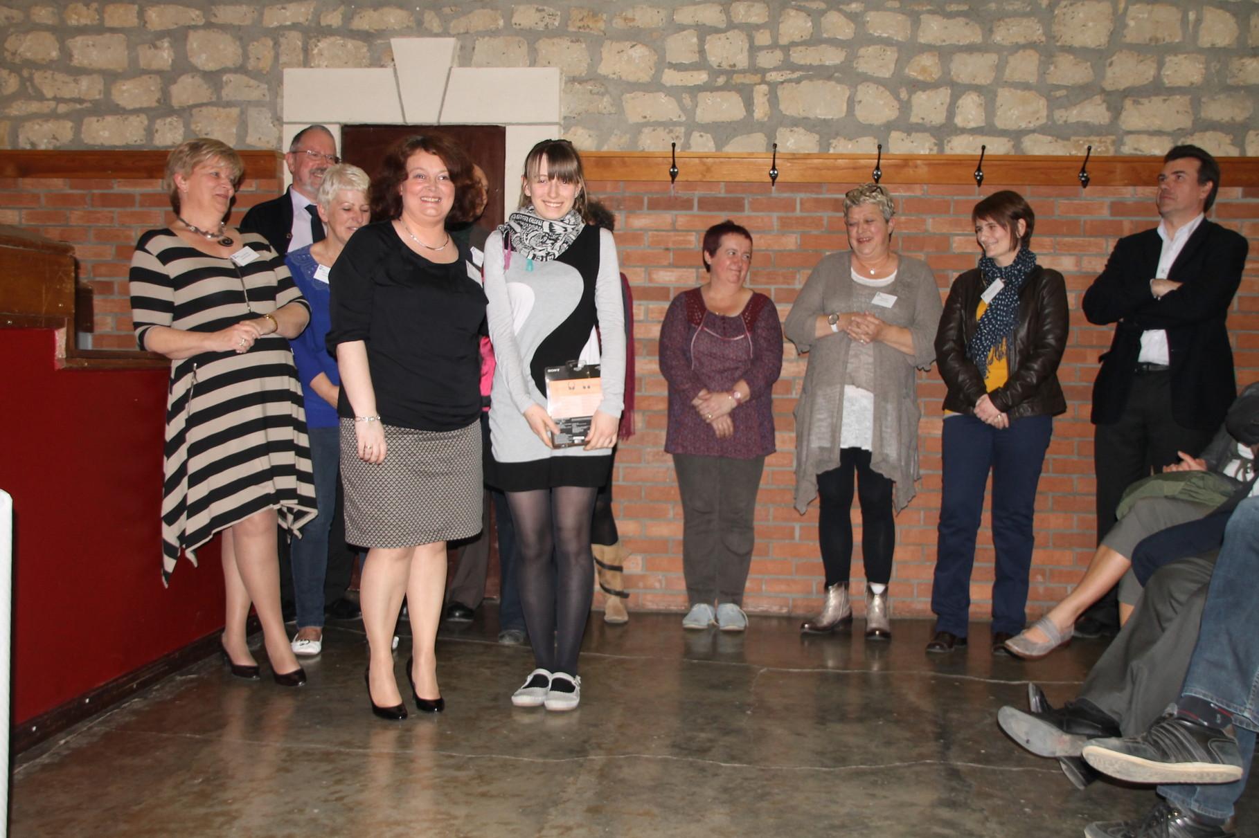 Iryna Kyrylyuk reçoit le 9ème prix remis par Christine Poncelet-Geimer