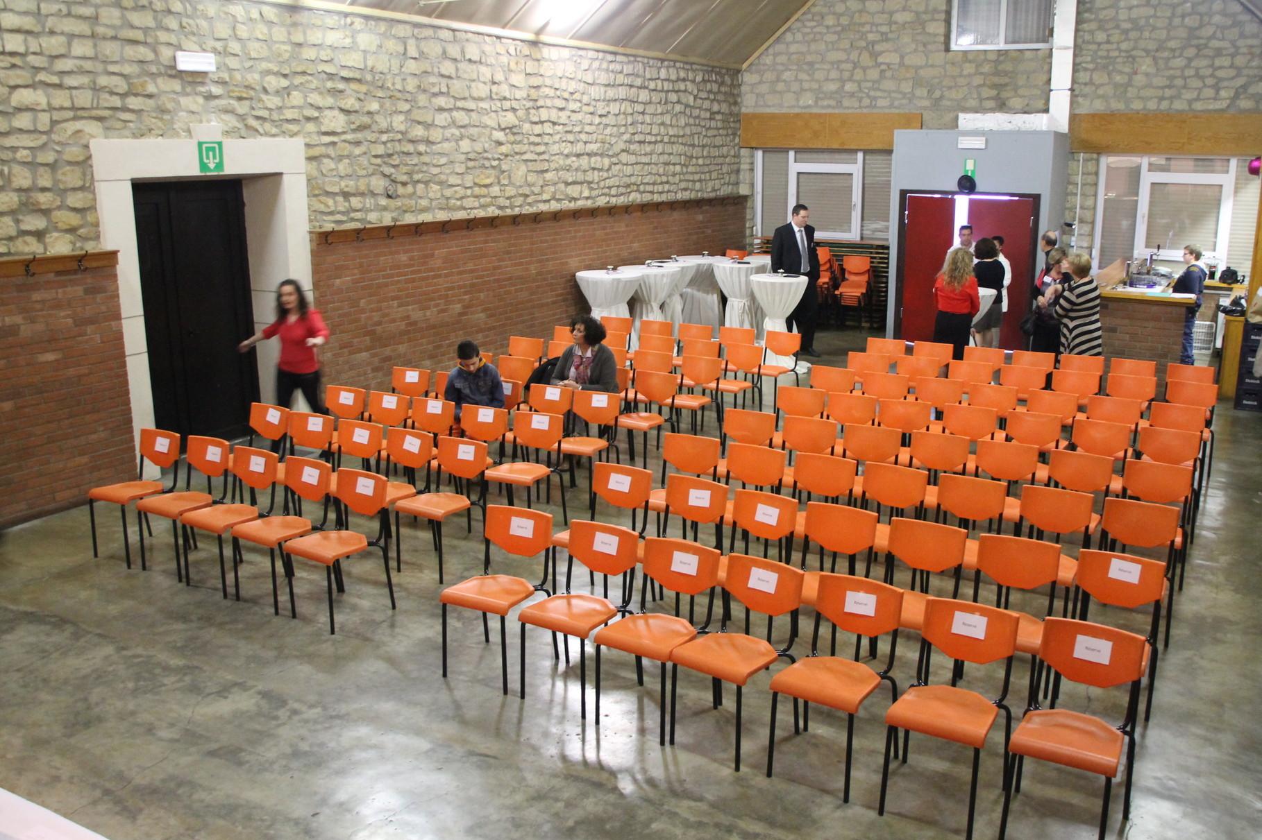 La salle est prête pour accueillir les 90 invités aux lancement de notre campagne