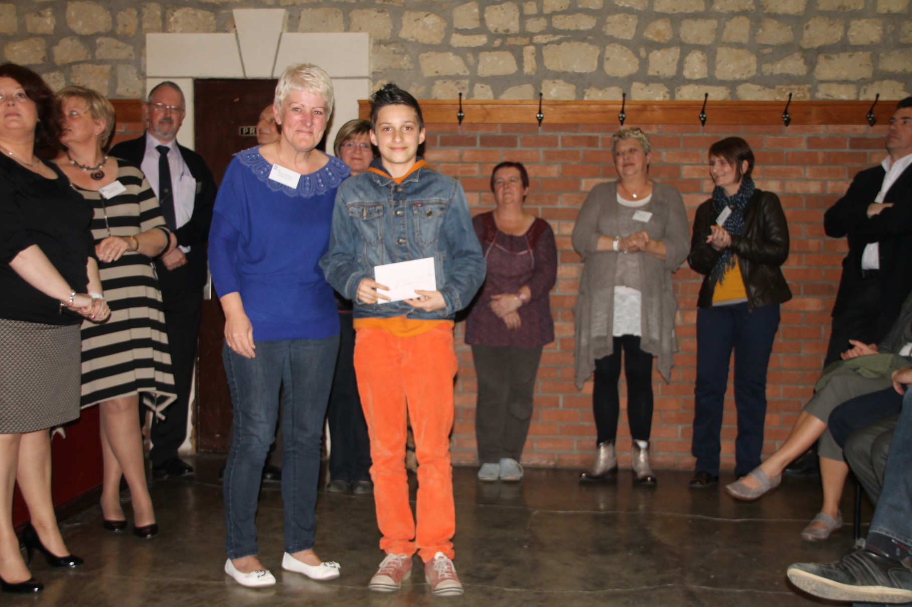 Melvin Mertens reçoit le 6ème prix remis par Michèle Goedert