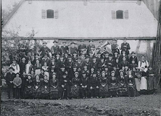 Hochzeitsgesellschaft in Matzenhof um 1900