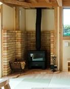参考写真ですが、本物の暖炉です