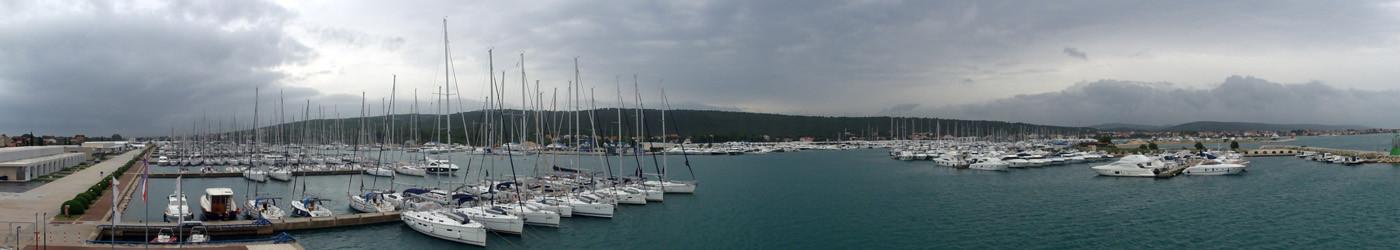 Gesamtpanorama vom größten Yachthafen der Adria