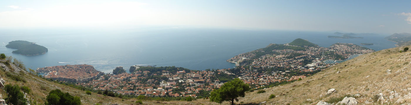 Gesamtpanorama von Dubrovnik, die historische Altstadt ist links
