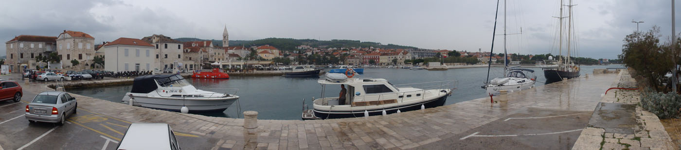 Hafen-Panorama von Supetar