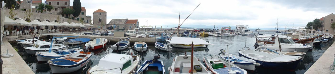 Hafen-Panorama von Bol