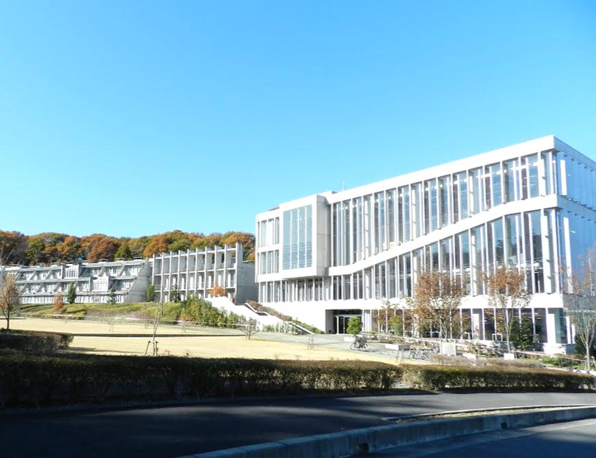右側が「本庄早稲田リサーチパークコミュニケーションセンター(93号館)」