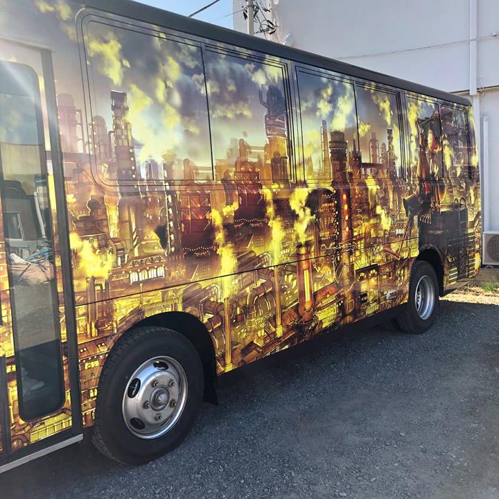 大阪からはるばるやってきたプペルのラッピングバス