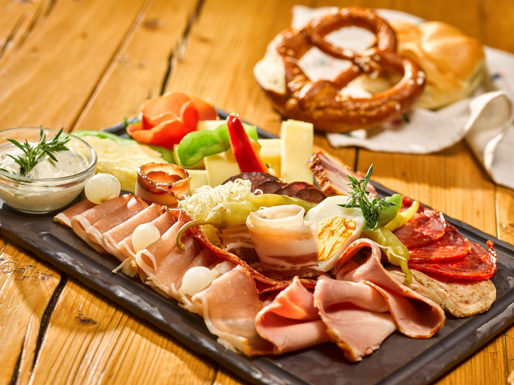 Jausenplatte mit Speck und Käse
