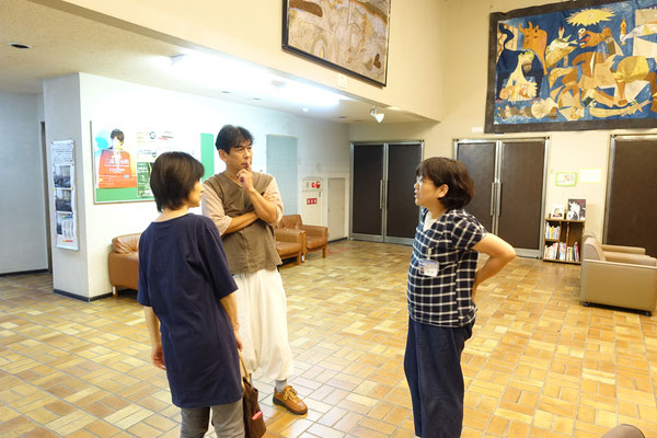 右は公民館長の青木さん