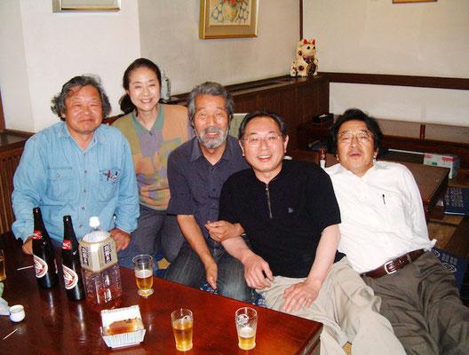 2004.5月 大好きだった更科で飲み会 左から阿部、更科奥さん、房雄さん、更科ご主人、酒井嘉彦さん