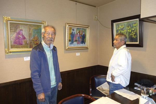 2016年4月 恵那市の喫茶店・珈琲人(こいびと)で吉村房雄展 右は友人の伊藤隆司さん