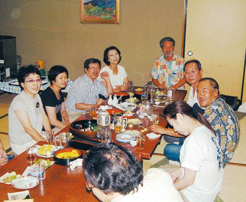 2004.8月 夏祭りの宵 更科二階で一杯会 一番奥が房雄さん、その右が更科ご主人、隣が滝川英明さん