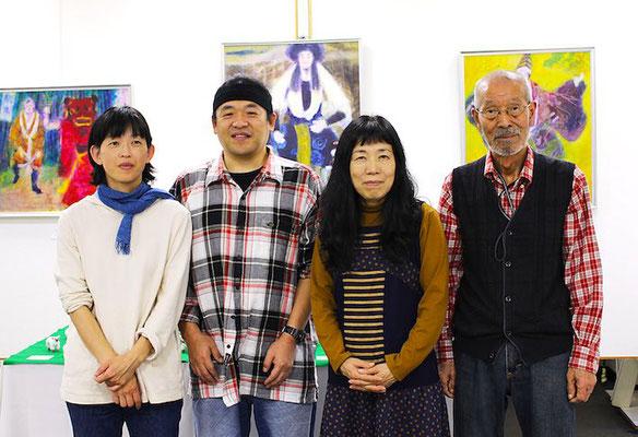 2014.10月 個展会場にて 左から武内祥子さん(現・深谷)、深谷圭介さん、吉村惠美子さん、房雄さん