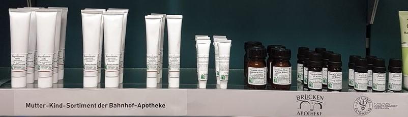 Eine Auswahl unseres Sortiments: Hochwertige Arzneien für Mutter und Kind aus der Bahnhof-Apotheke im Allgäu