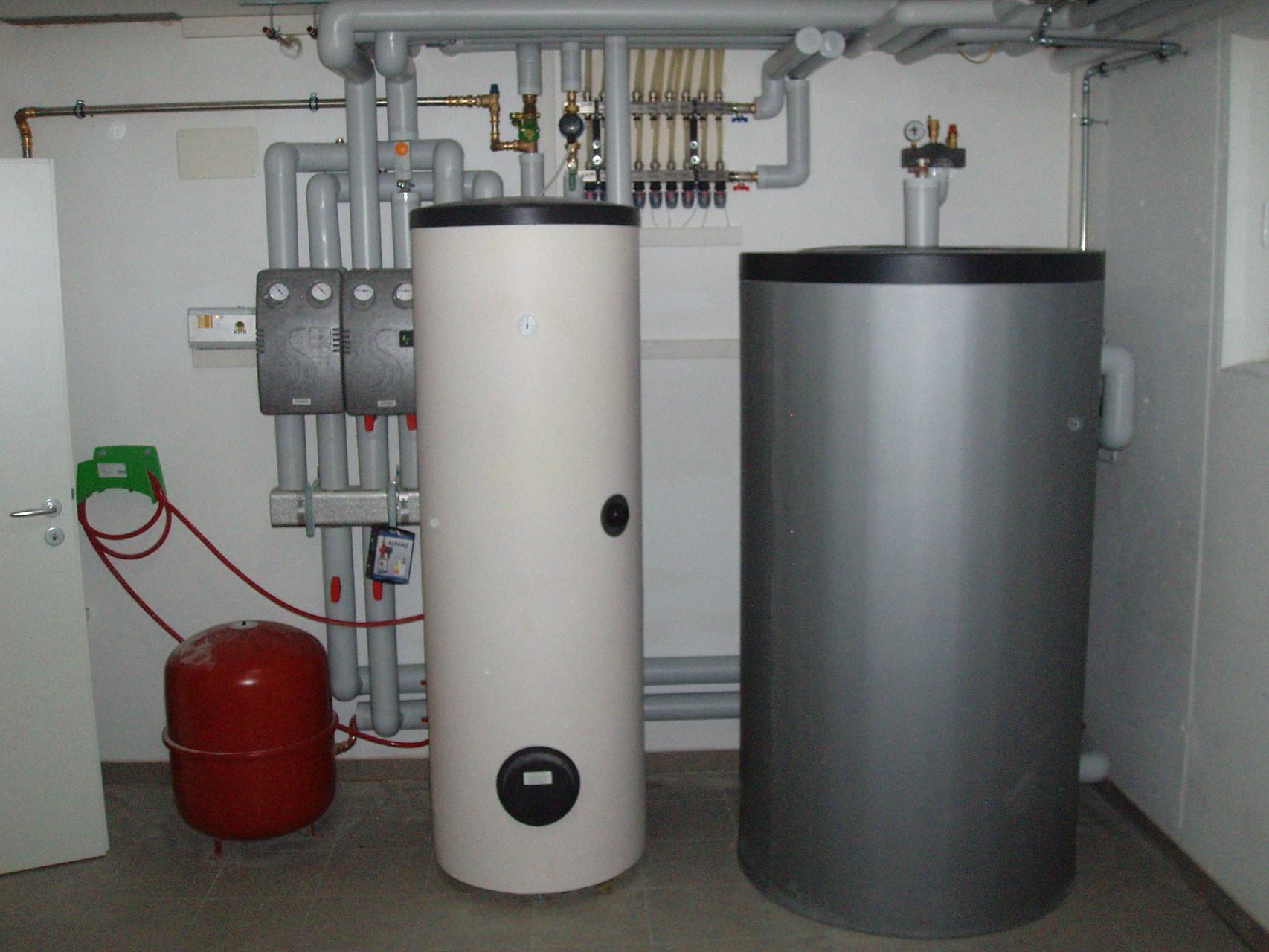 Übergabestation Heizung mit Puffer- und Warmwasserspeicher