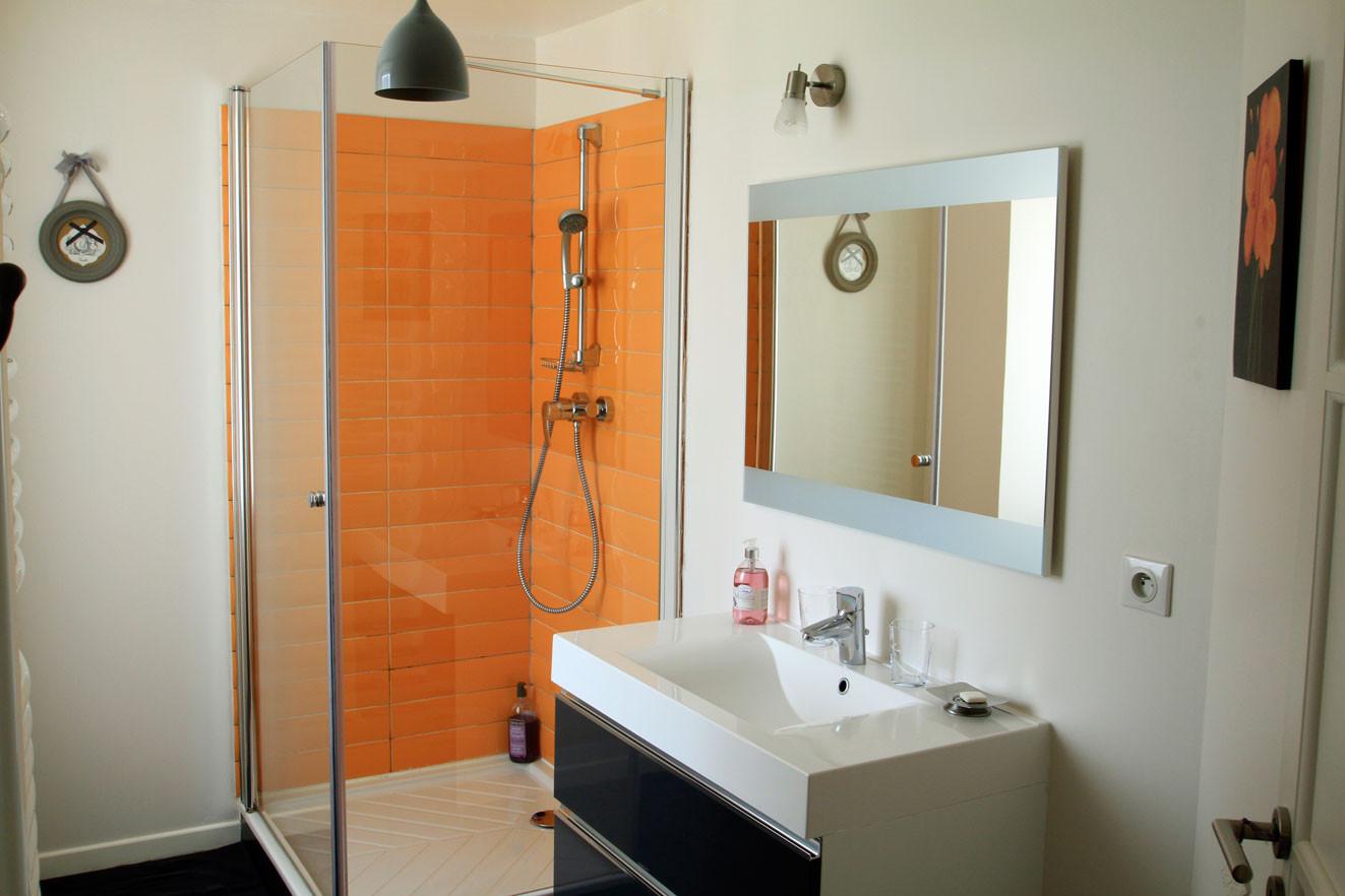 Chambre les Rêves d'Angèle, salle de bain ensoleillée