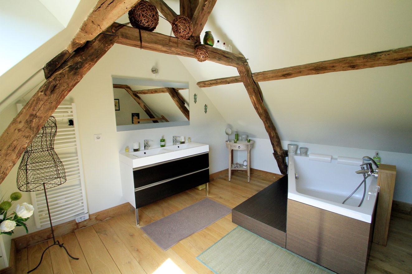 Chambre Sous le Tilleul de Noémie, salle de bain en mézzanine
