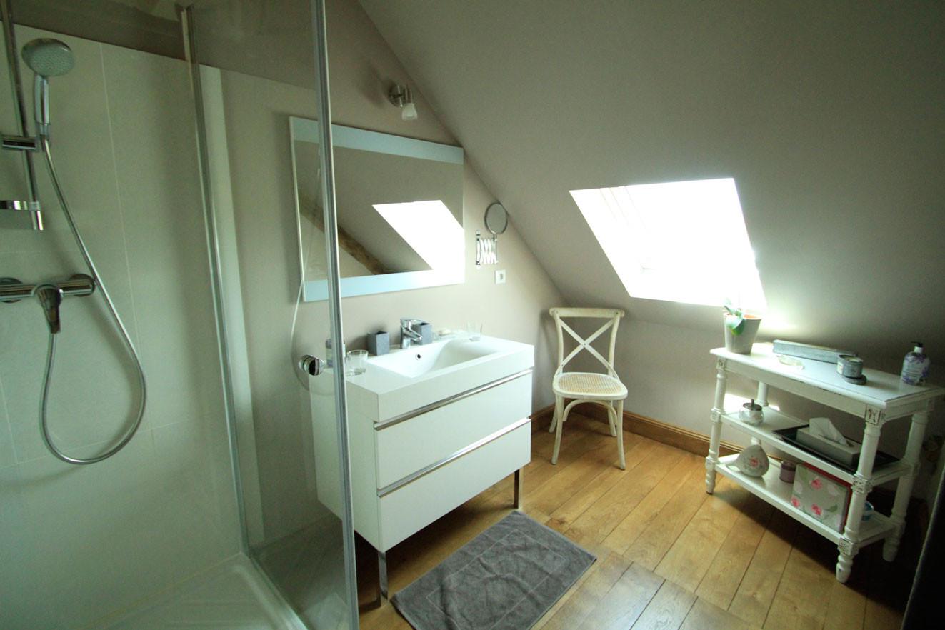 Chambre Les Voluptés de Marie, sa salle de bain fonctionnelle