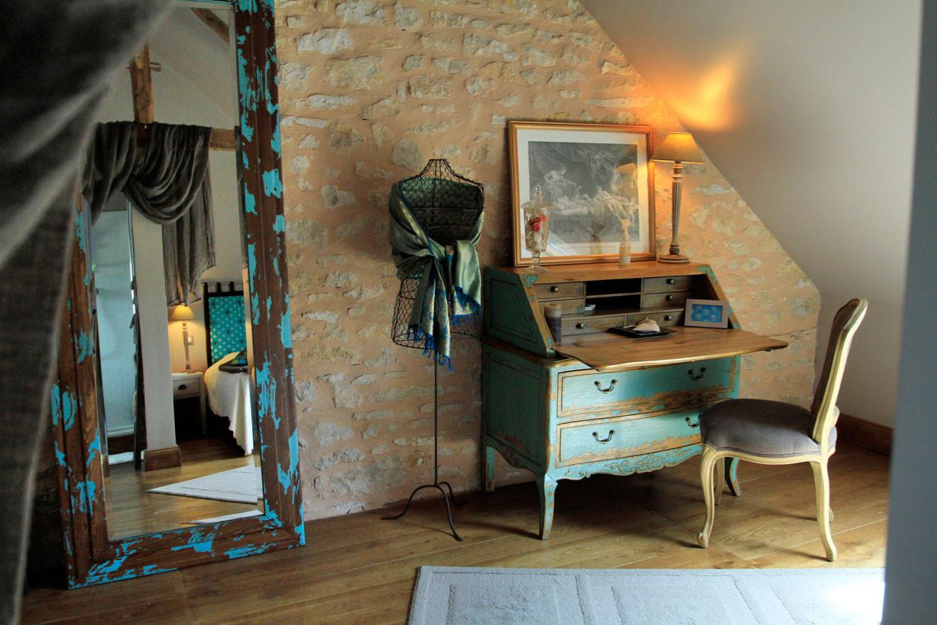 Chambre Les Voluptés de Marie, son bureau, idéal pour les soirées étapes