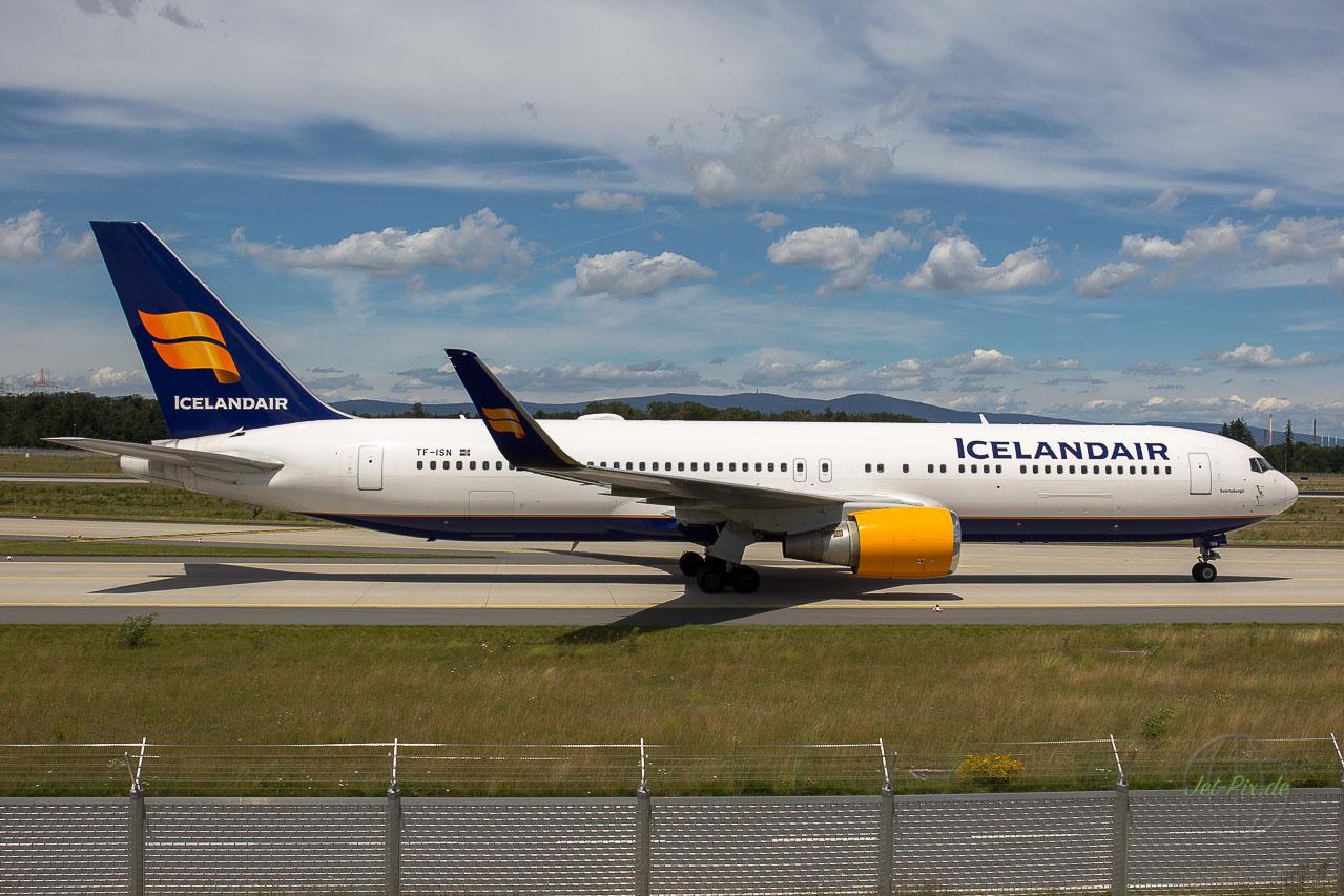 TF-ISN Icelandair Boeing 767 Landung Nordwestbahn