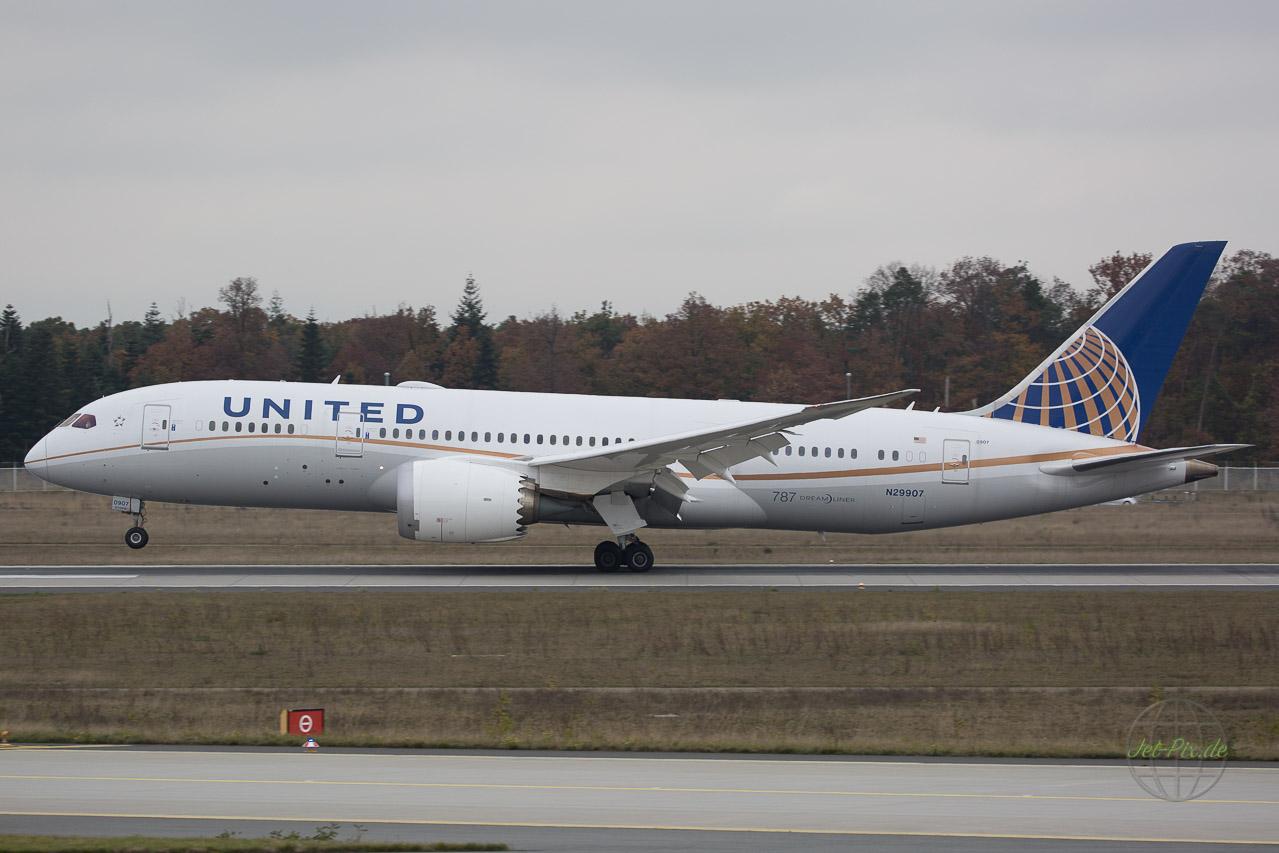 N29907 von United ein Dreamliner