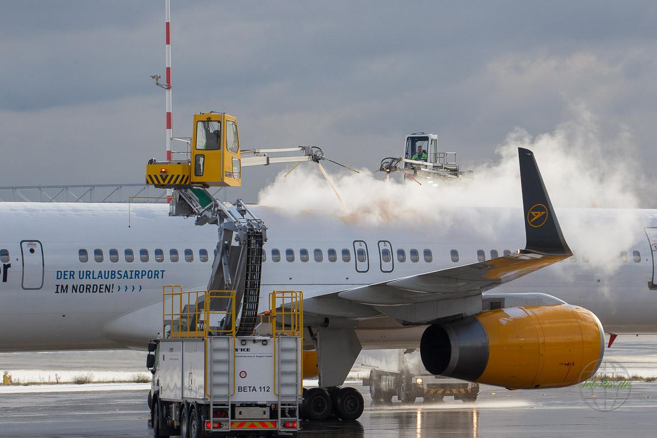 De-Icing Condor Boeing 757