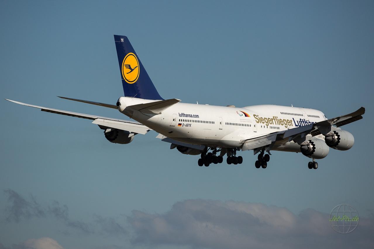 D-ABYK Lufthansa Boeing 747-830 Siegerflieger mit Olympiasticker / Paralympics