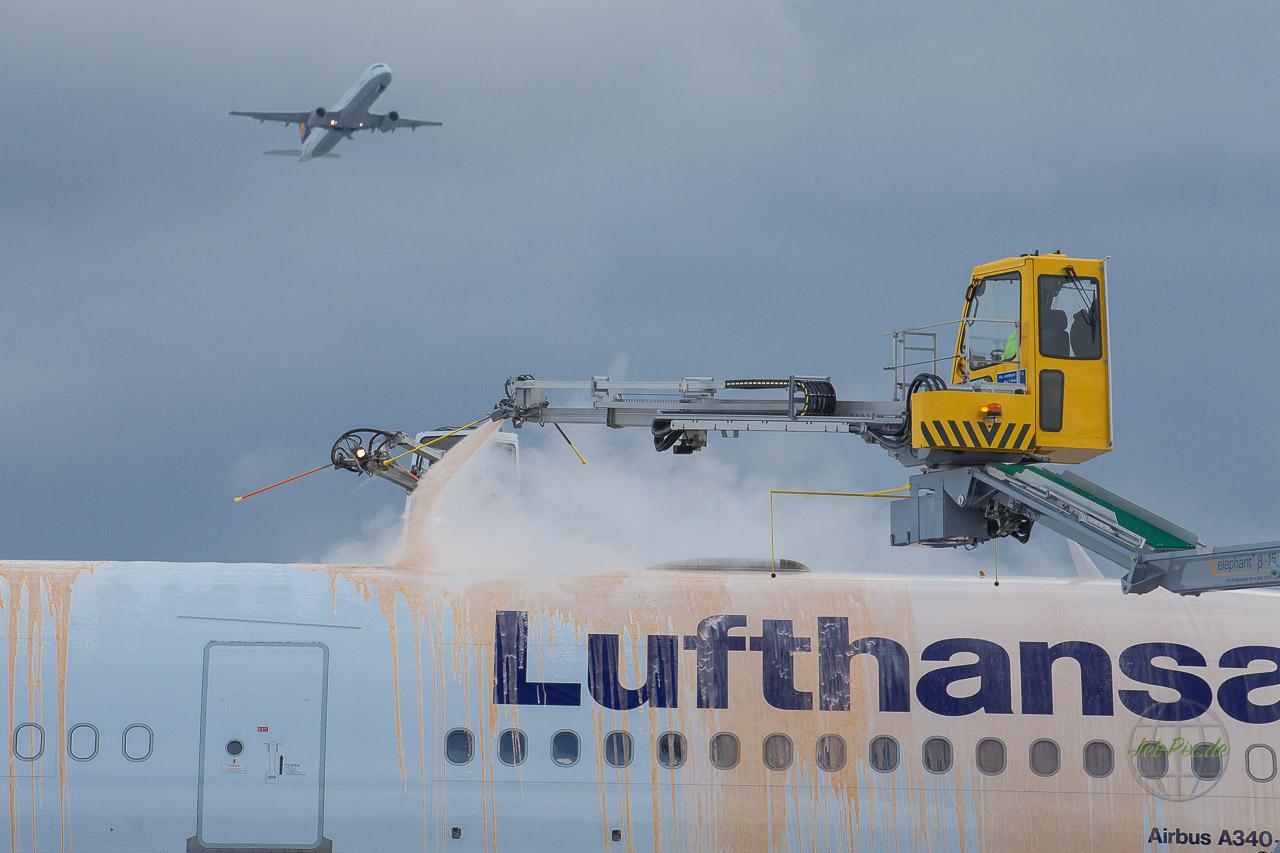 De-Icing Lufthansa Airbus A340