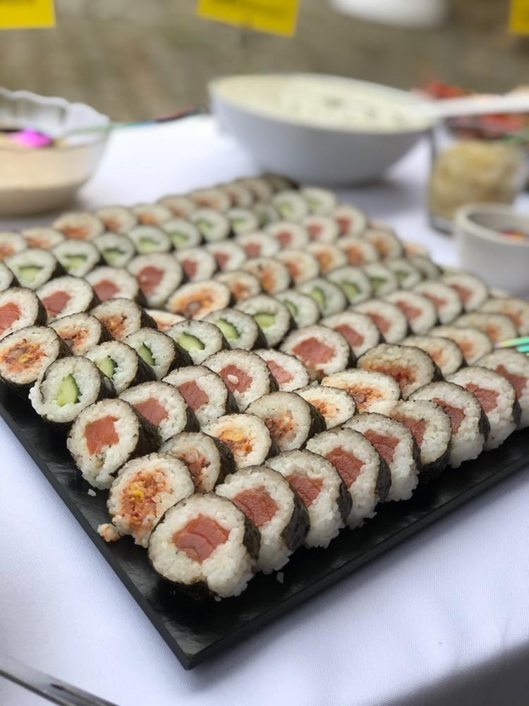 Sushi mit Lachs und Veggie