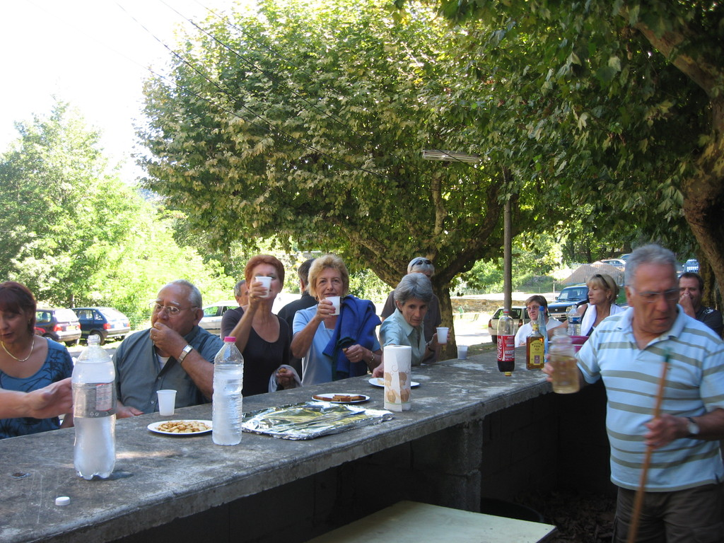 11 septembre : repas des bénévoles (ces dames trinquent..)