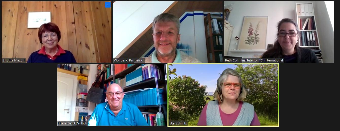 Gruppenbild: Von links nach rechts: Ute Schmitz (Ressort Finanzen), Klaus-Gerd Eich (Ausbildung), Andrea Schmidt (Präsidentin), Christine Fumagalli (Ressort Kommunikation & Projekte), Wim Stevens (Internationales)