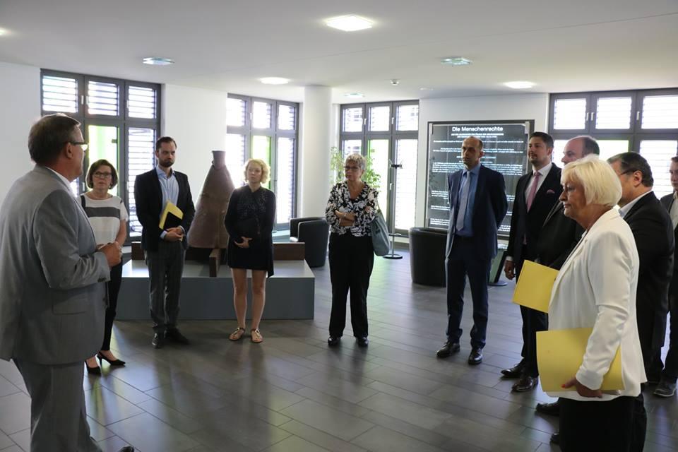 In Koblenz gibt es ein neues Justizzentrum, in dem mehrere Gerichte und die Staatsanwaltschaft gemeinsam untergebracht sind.