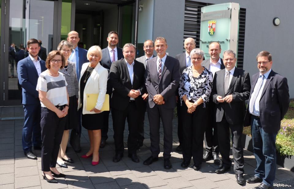 Neues Justizzentrum Koblenz: Gruppenfoto mit den Vorsitzenden der Koblenzer Gerichte.