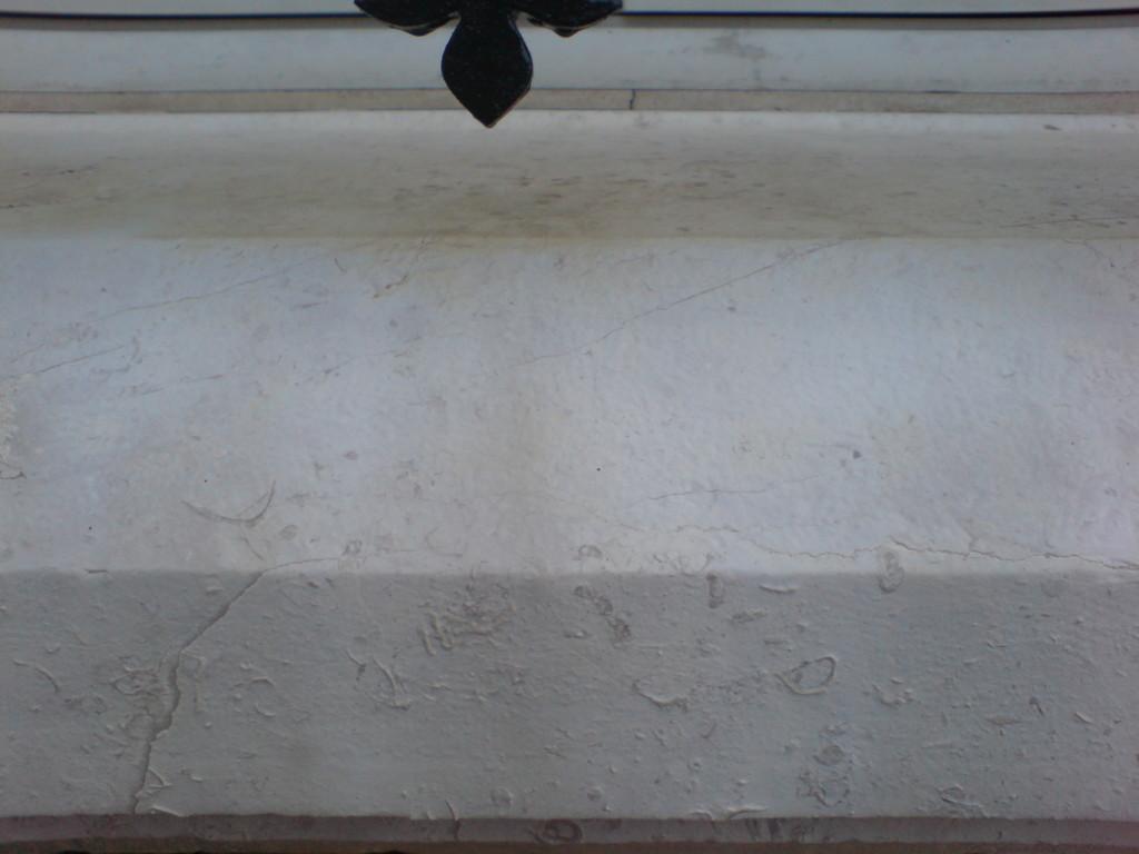 Nettoyage coulée de rouille sur appui de fenêtre en pierre - après